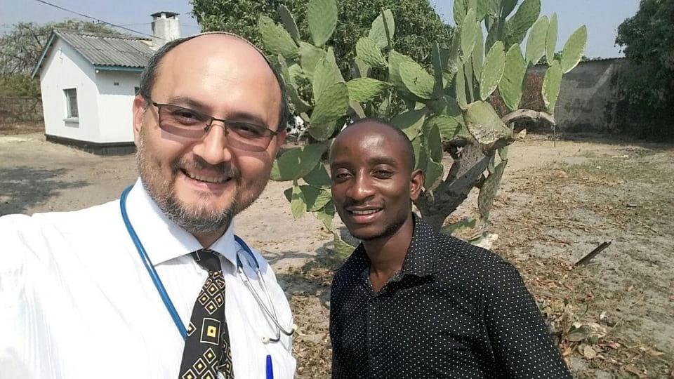 врач в африке