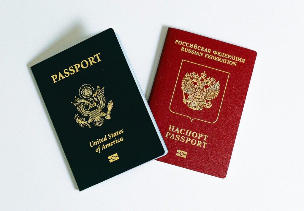 американский и российский паспорт