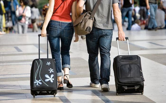 Женщины с чемоданами