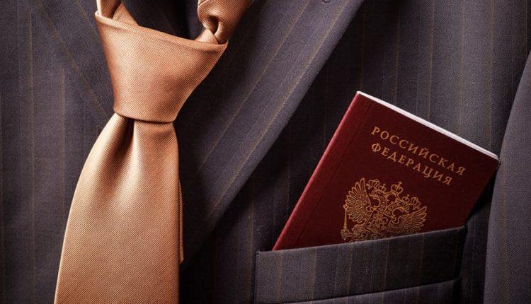 Паспорт в кармане пиджака