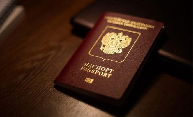 Загранпаспорт на столе