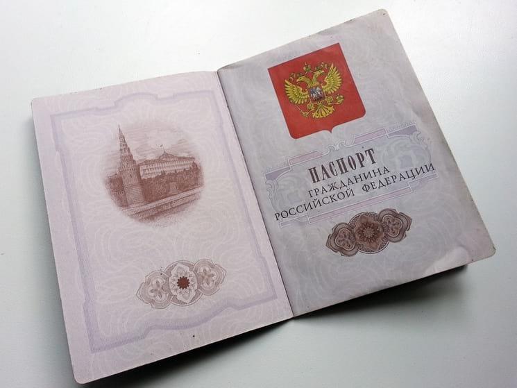 Кикие документы нужно предоставлять в паспортный стол при замене паспорта сотруднику полиции