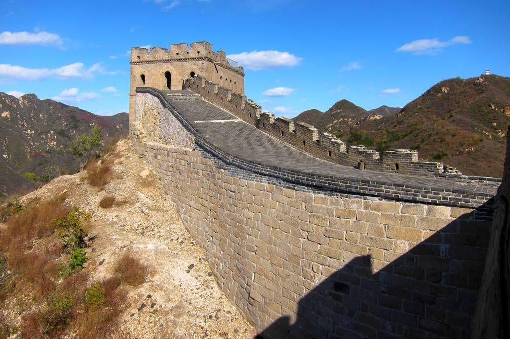 Великая Китайская стена: какая протяженность в километрах и ширина